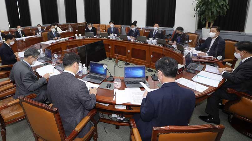 정보위, 국정원법 개정안 與 단독 처리…野 '5공 시대 회귀'
