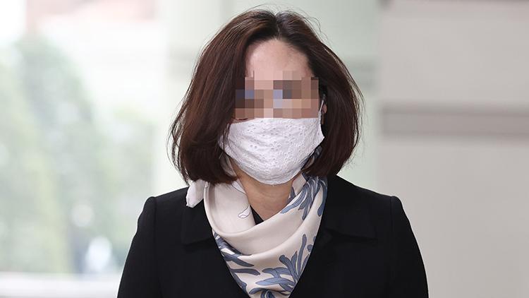 조국 부인 정경심, 1심서 징역 4년…법정 구속