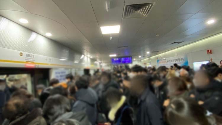 [단독] 2.5단계에도 지하철서 '하루 400명꼴' 여전히 노마스크