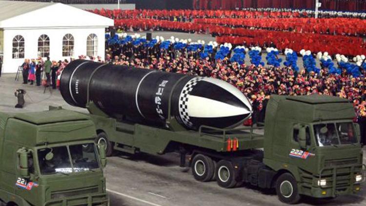 北, 당 대회 기념 열병식 개최…김정은도 참석