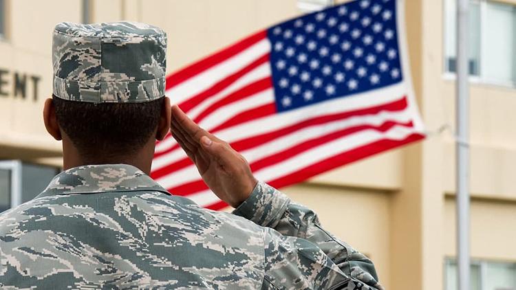 [취재후 Talk] 미군 소위는 주임원사에게 반말을 할까?