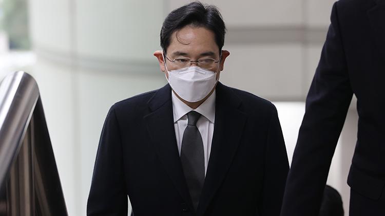 '국정농단' 이재용 파기환송심 징역 2년 6개월 실형