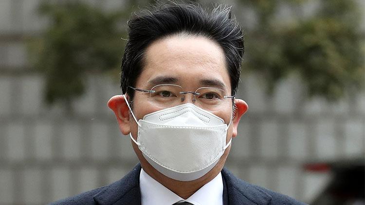 이재용 징역 2년6개월 법정구속…이재용 측 '재판부 판단 유감'