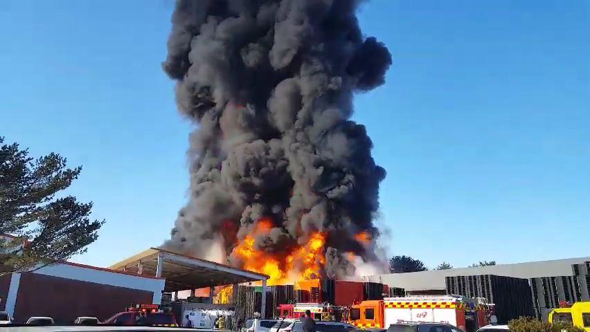 증평서 플라스틱 화물운반대 공장에 큰 불…'주민 긴급 대피령'