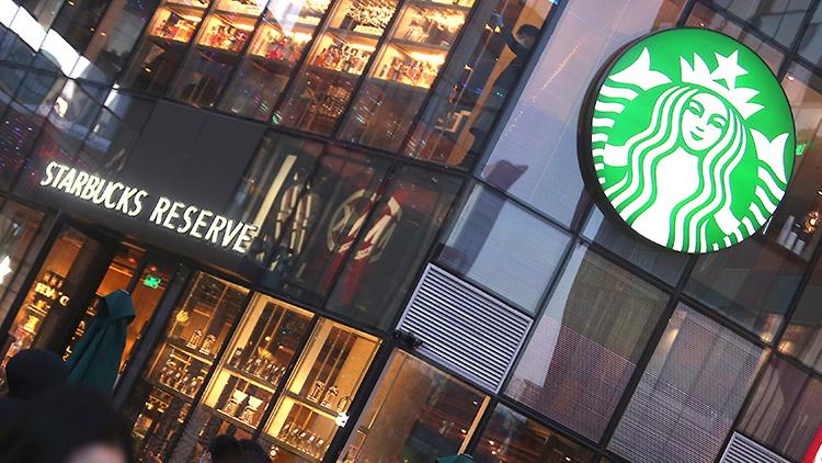 스타벅스, 아시아계 손님 컵에 '째진 눈' 그렸다 1600만원 배상