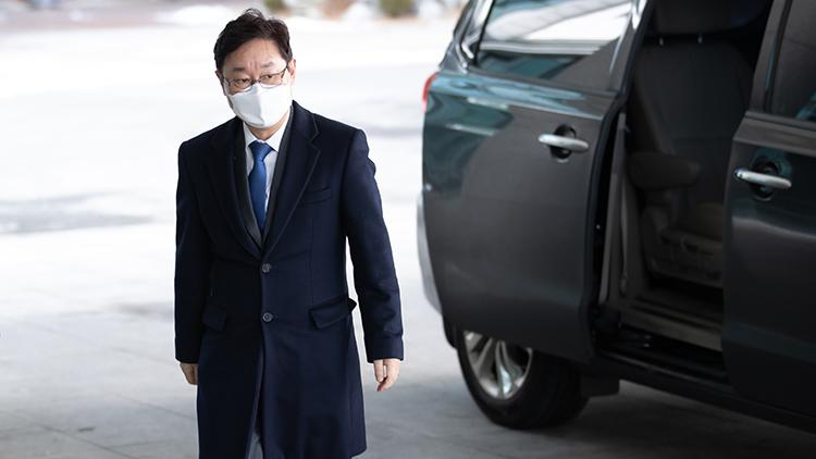 박범계, 취임 직후 '헤드록 폭행' 재판 피했다…3월로 미뤄져