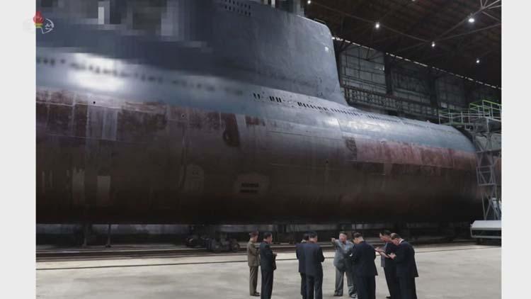 [취재후 Talk] 민간선박에 예인된 잠수함…스타일 구긴 해군