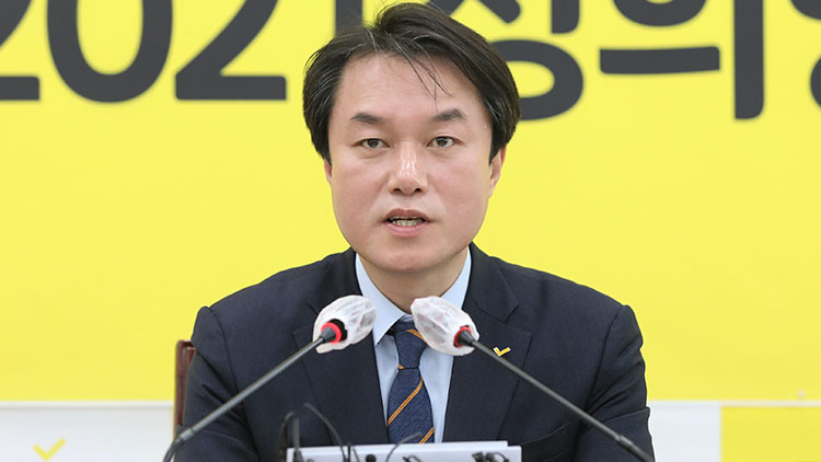 정의당, '성추행' 김종철 前 대표 제명