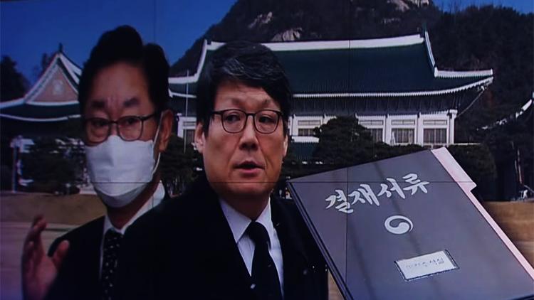 '신현수 사의와 무관' 靑, '조국라인' 이광철 보호배경은