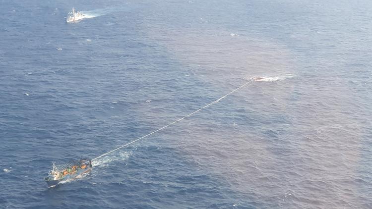 경주 앞바다 전복 선박 예인 시작…'선내에 추가 실종자 없다'