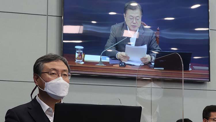 신현수, 사실상 사의 철회…'대통령에 거취 일임, 직무 최선 수행'