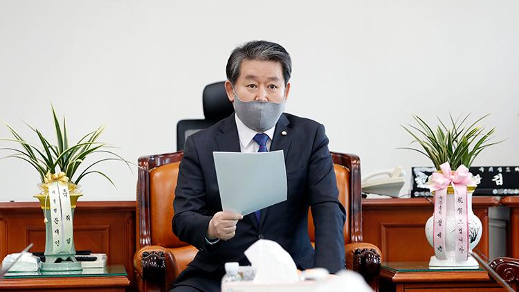 與 '朴·MB 국정원 독재 넘어선 불법행위'…野 '명백한 선거개입'