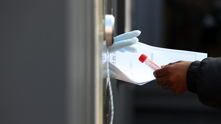 코로나19 신규확진 이틀연속 400명대…백신 접종 15만명