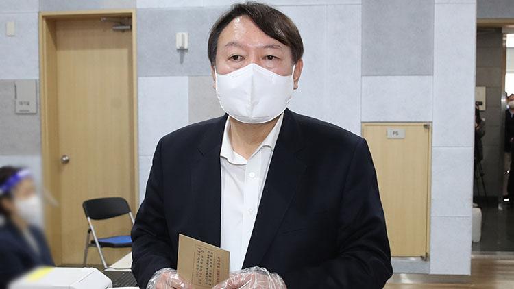 윤석열, 총장직 사퇴 후 첫 공개행보…'난 정당인 아냐' 입장표명 자제