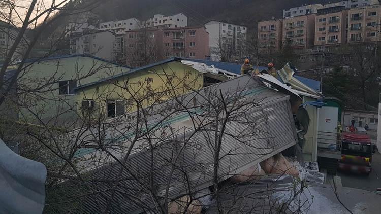 언덕길 오르던 11t 트럭이 5m 아래로 추락…40대 운전자 사망