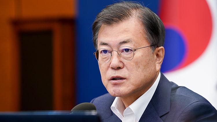 文대통령 '국민 질책 엄중히 받아들인다'