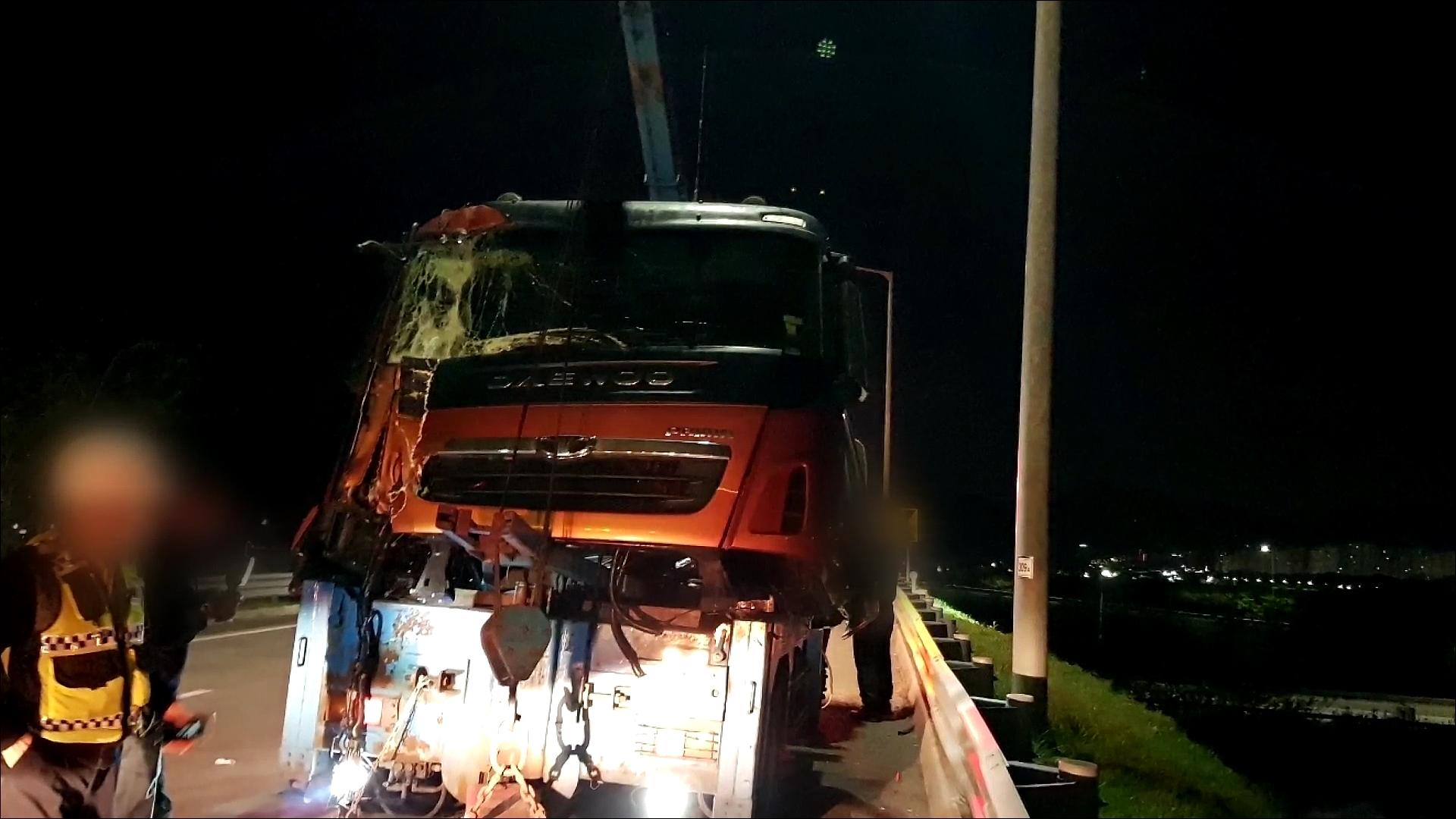 중부내륙고속도로 현풍 IC 인근서 25톤 화물차, 5톤 화물차와 추돌