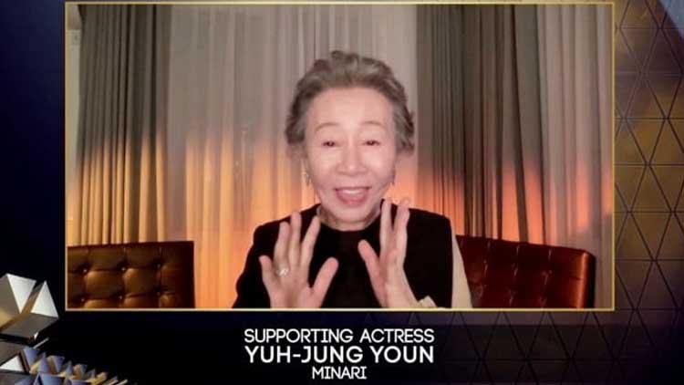 윤여정, '영국 아카데미' 여우조연상 수상…'고상한 영국 사람들이 알아봐줬다'