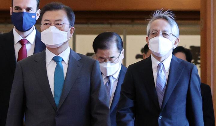 文대통령, 日대사에 '오염수 방류 큰 우려'…'국제 제소 적극 검토'도 지시