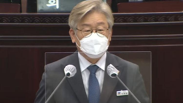 이재명, '백신 독자도입' 발언 뒤 '정부에 협력'…당원들 '탈당하라'