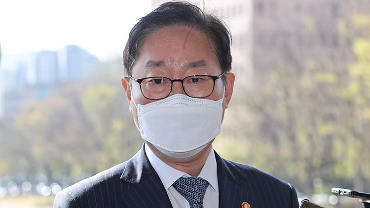 박범계 법무장관, 코로나19 '음성 판정'
