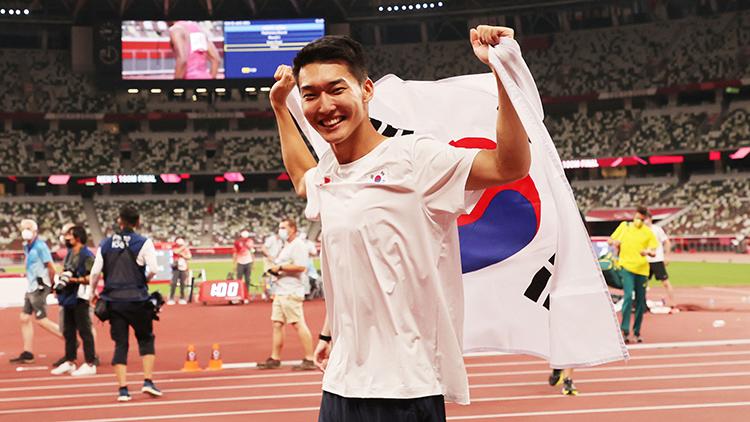 키 작아도, 짝발에도…한국 육상 새역사 쓴 우상혁