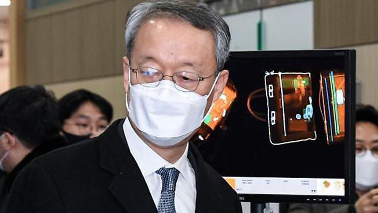 [취재후 Talk] '조직적 범죄' vs '증거 없는 진술나열'…원전 공소장 법리공방 가열